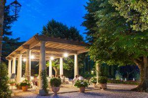 dinner restaurant garden
